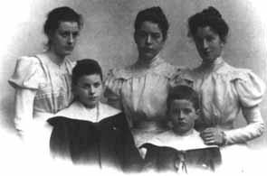 Ludwig es el niño de la derecha