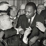Saludo del presidente Johnson y Martin L. King