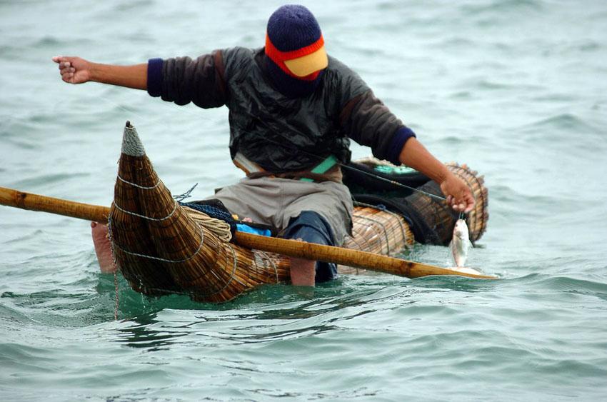 pescando en los caballitos de totora